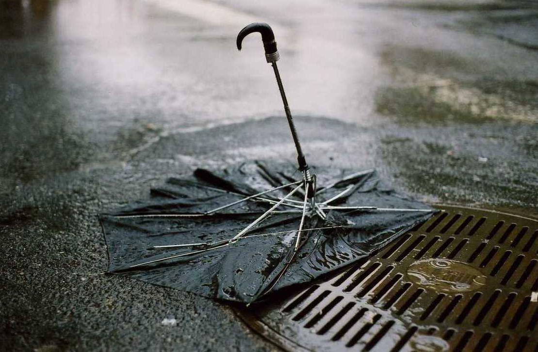 A szombateste margójára: esernyővel menő bulizni